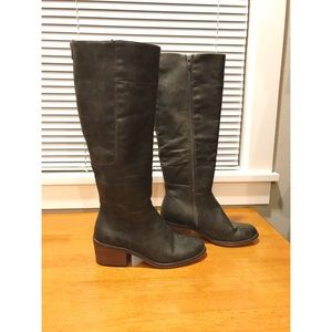 ba8cc4bee827 American Eagle Outfitters gray boots
